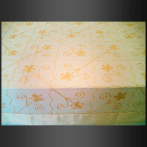 Mantel organza dorado satín